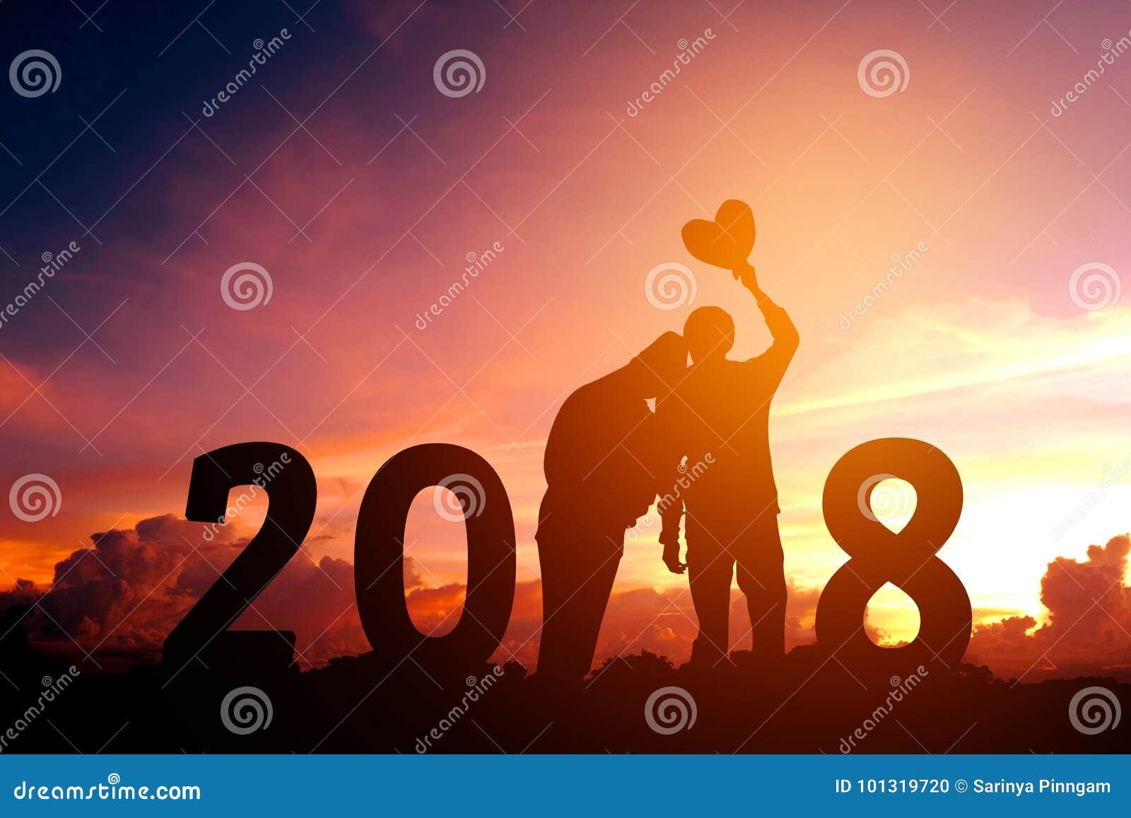 Νέο ζεύγος σκιαγραφιών ευτυχές για το νέο έτος του 2018
