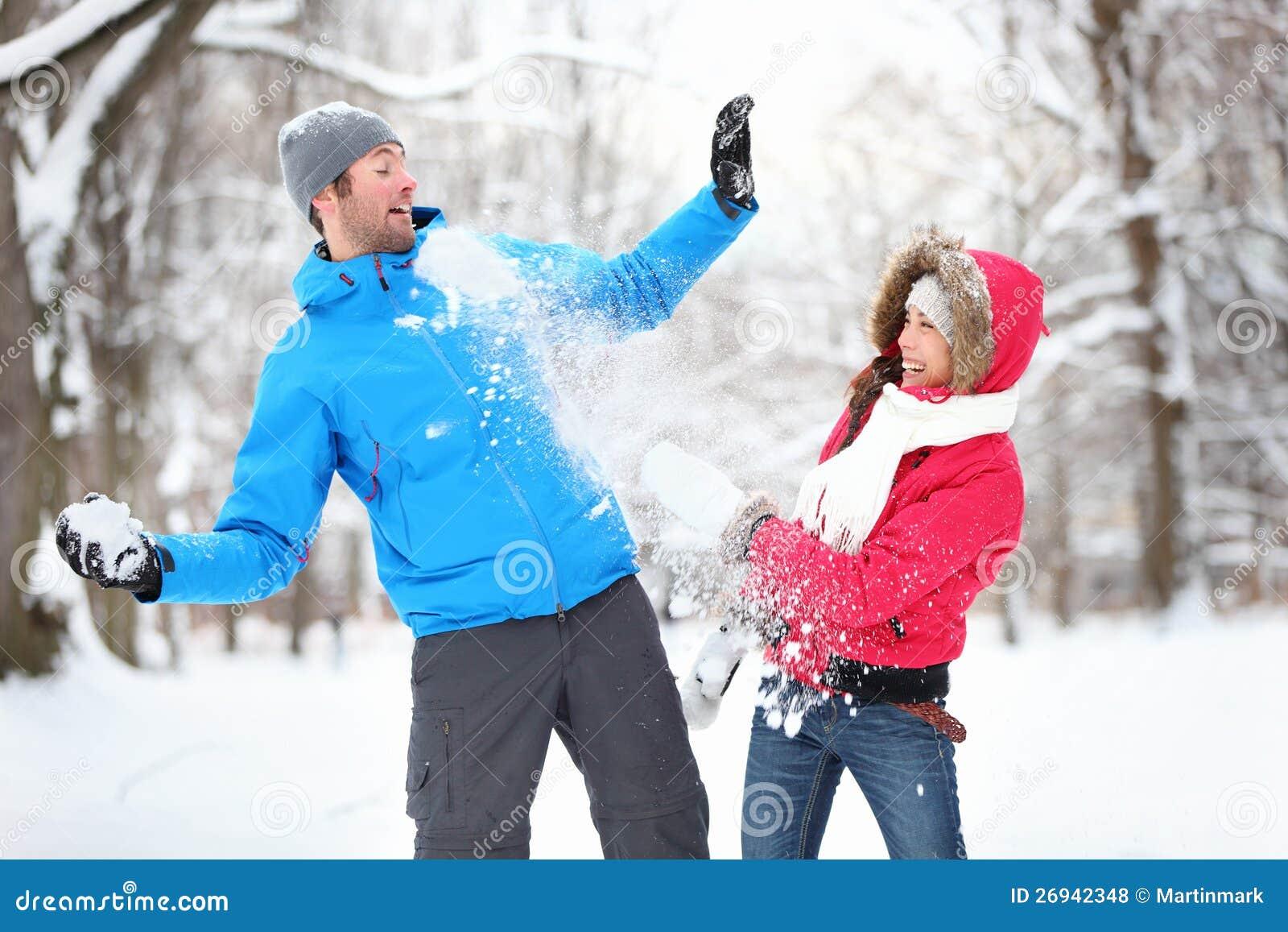 Νέο ζεύγος στην πάλη χιονιών