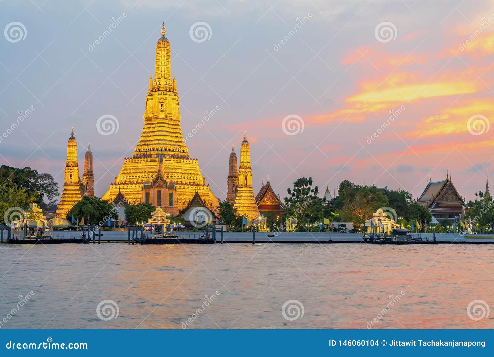 Ναός Arun Wat στο ηλιοβασίλεμα στη Μπανγκόκ Ταϊλάνδη