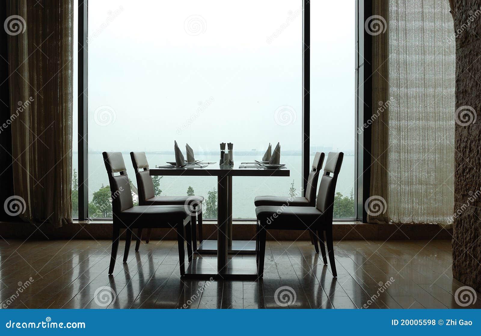 να δειπνήσει επιτραπέζιο &