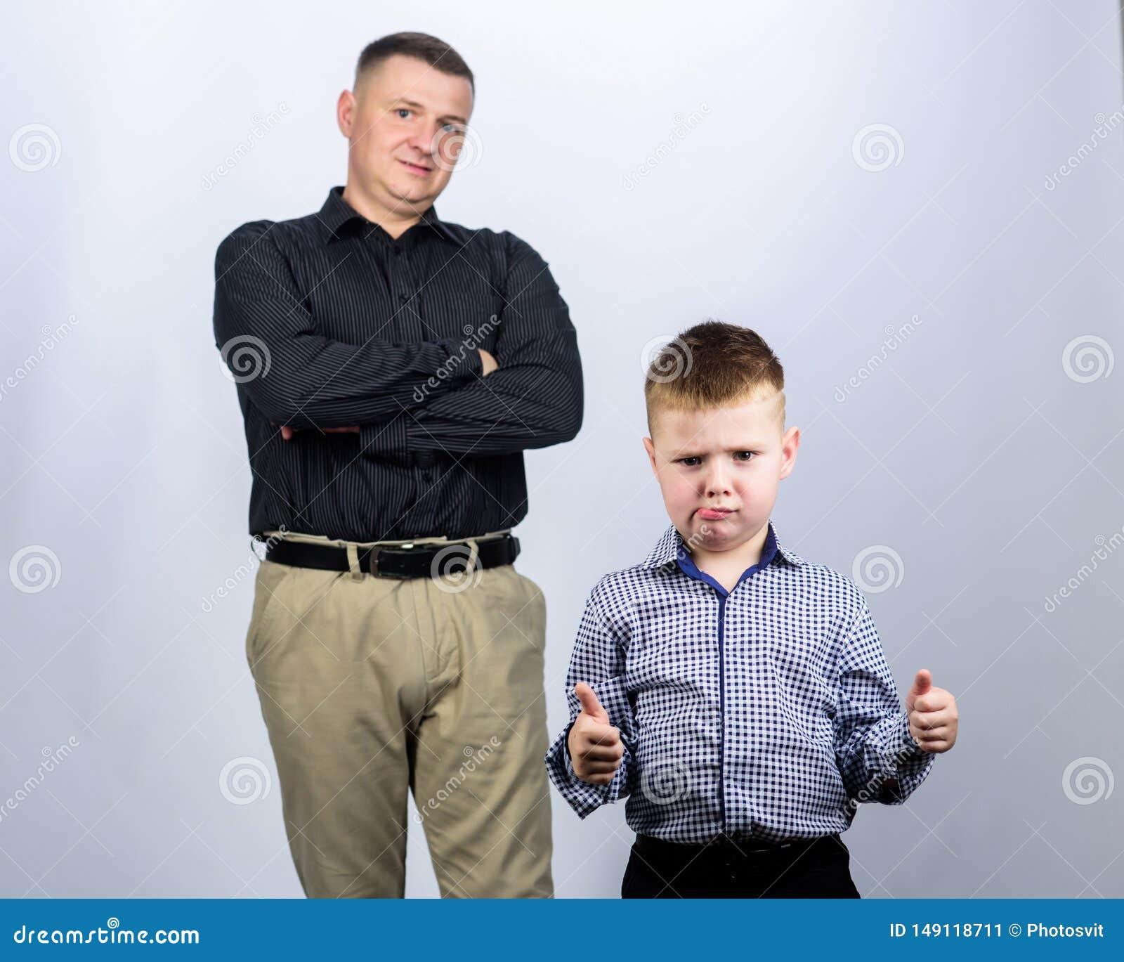 Να εργαστεί από κοινού r o εμπιστοσύνη και τιμές r πατέρας και γιος στο επιχειρησιακό κοστούμι E