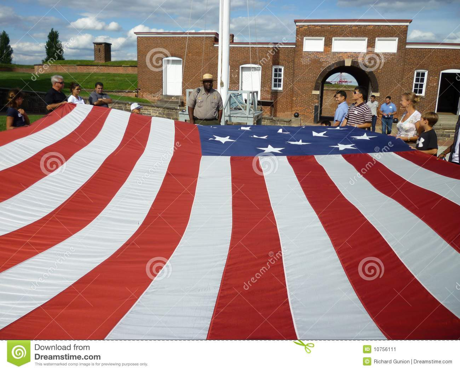 Να πάρει έτοιμος να διπλώσει τη σημαία