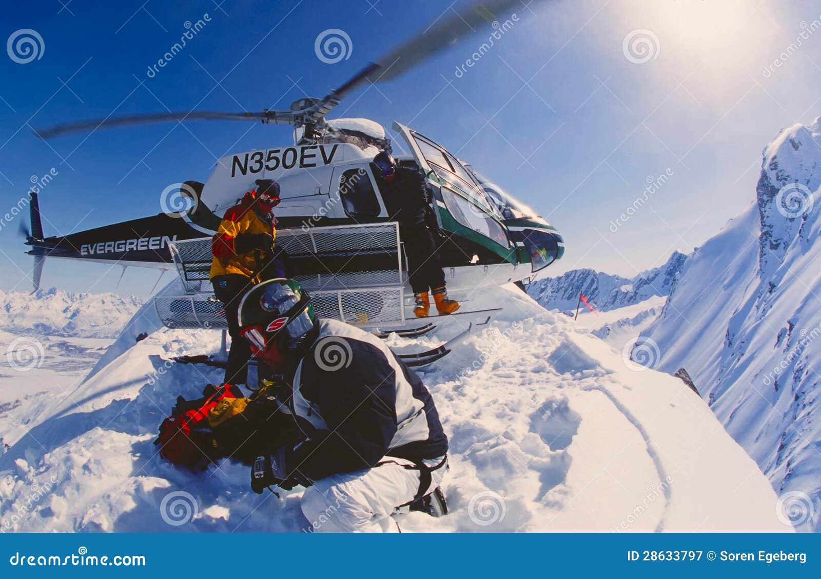Να heli-κάνει σκι στα βουνά Chugach της Αλάσκας