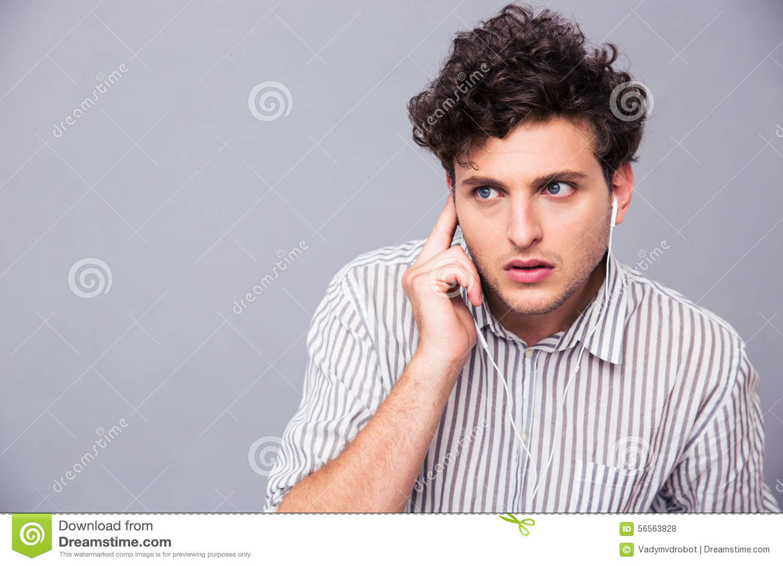Download Νεαρός άνδρας με τα ακουστικά Στοκ Εικόνες - εικόνα από απομονωμένος, τύπος: 56563828