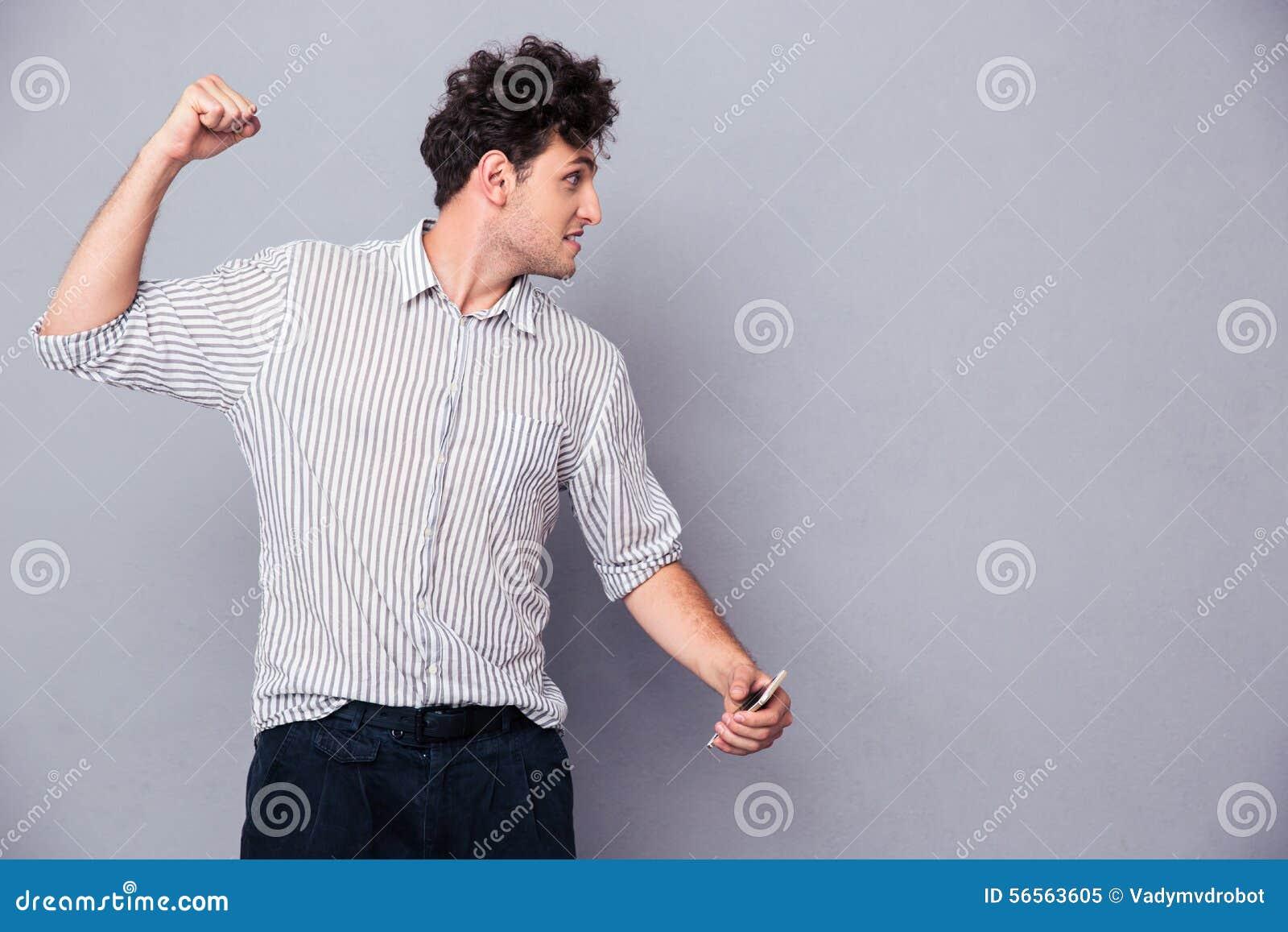 Download 0 νεαρός άνδρας που σφίγγει την πυγμή του Στοκ Εικόνα - εικόνα από πάλη, ένας: 56563605
