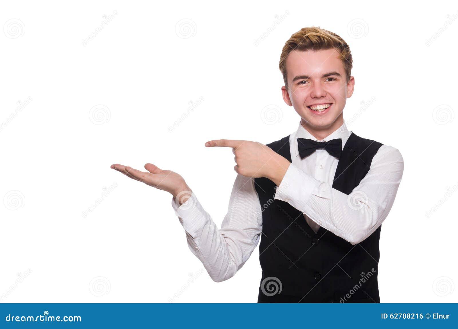 Νεαρός άνδρας στη μαύρη κλασική φανέλλα που απομονώνεται στο λευκό