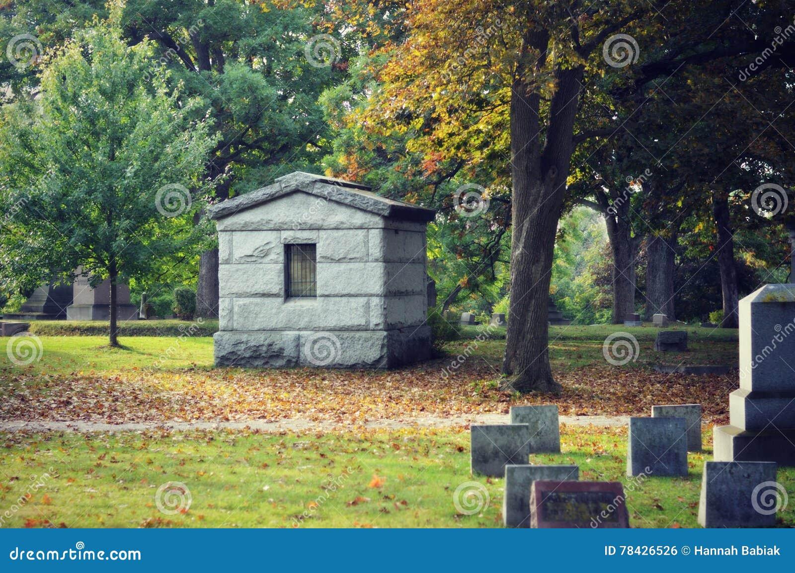 Νεκροταφείο το φθινόπωρο
