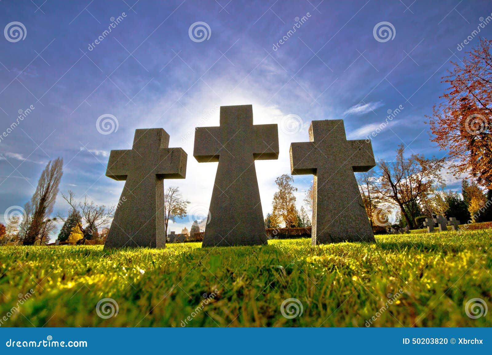 Νεκροταφείο τρία άποψη σκιαγραφιών σταυρών