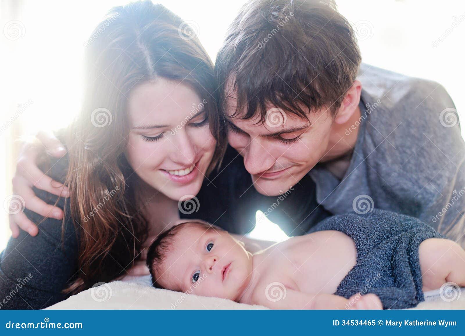 Νεογέννητοι γονείς συνεδρίασης των μωρών