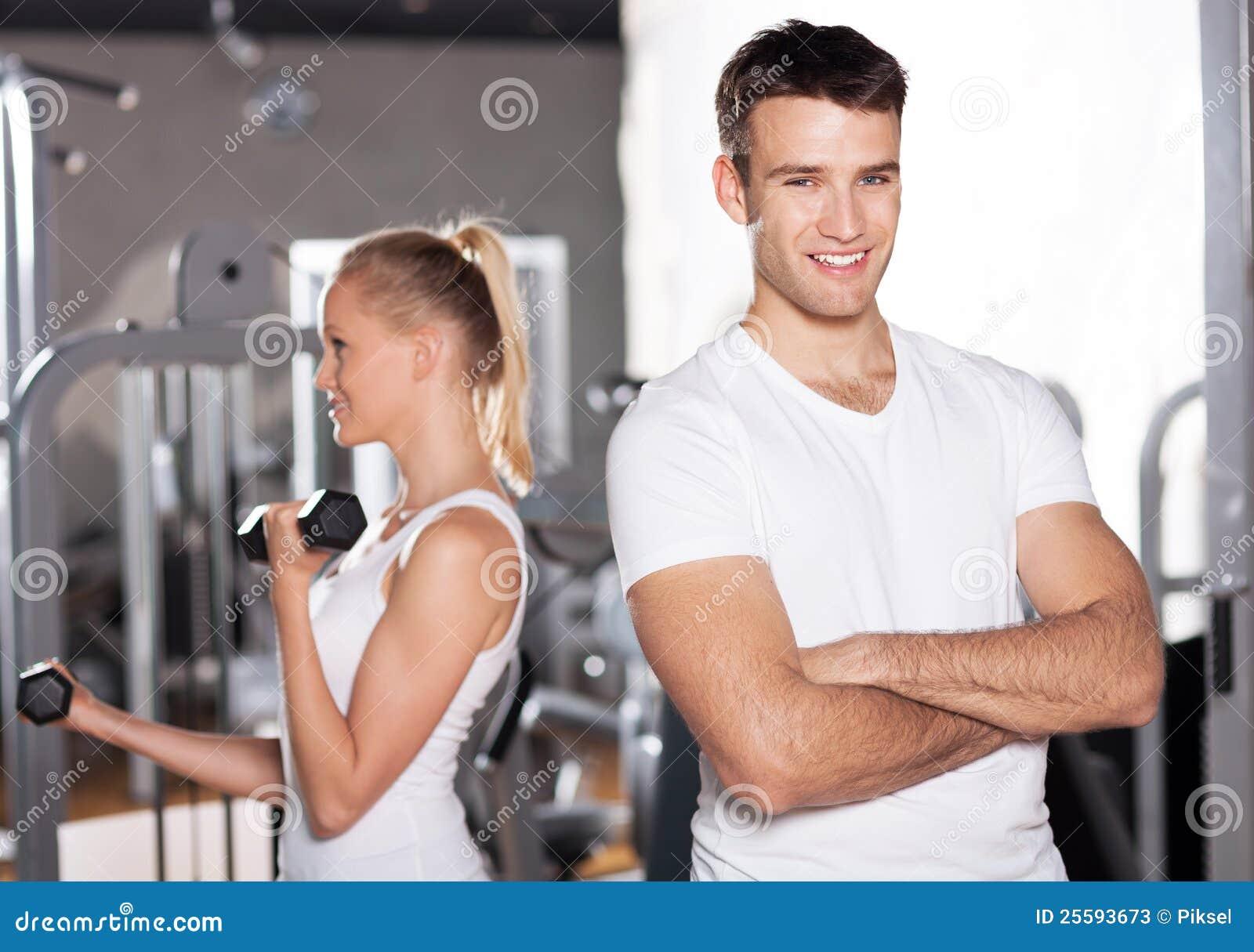 νεολαίες γυμναστικής ζευγών