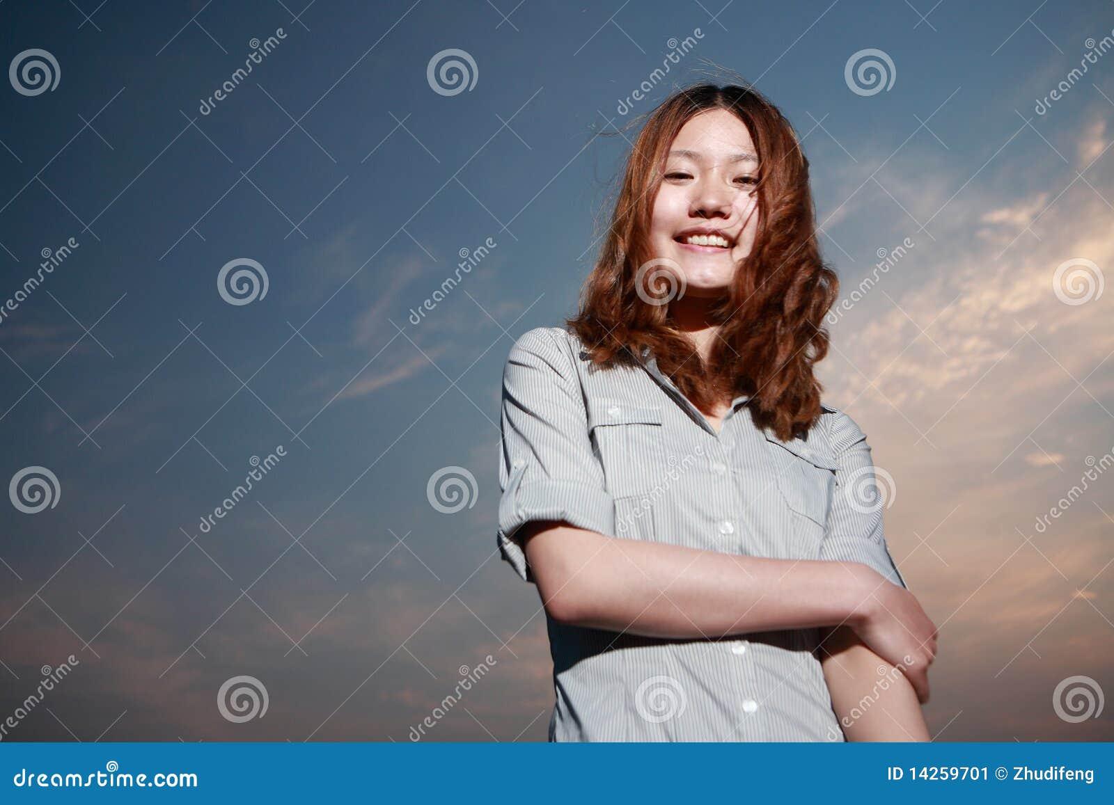 νεολαίες γυναικών ηλιο