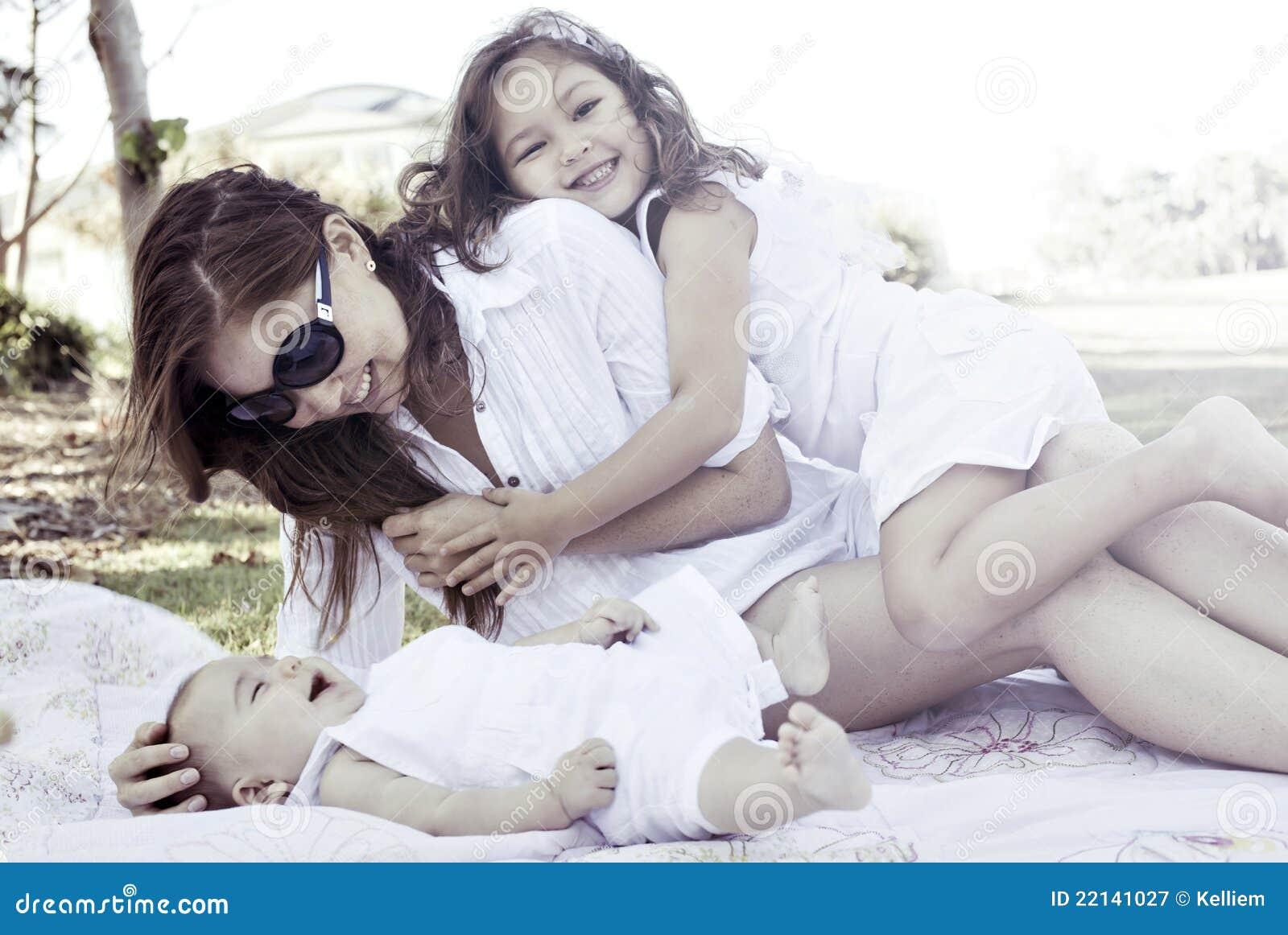 νεολαίες οικογενεια&
