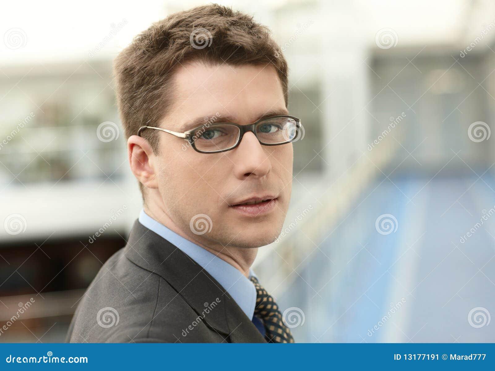 νεολαίες χαμόγελου businessmanoff