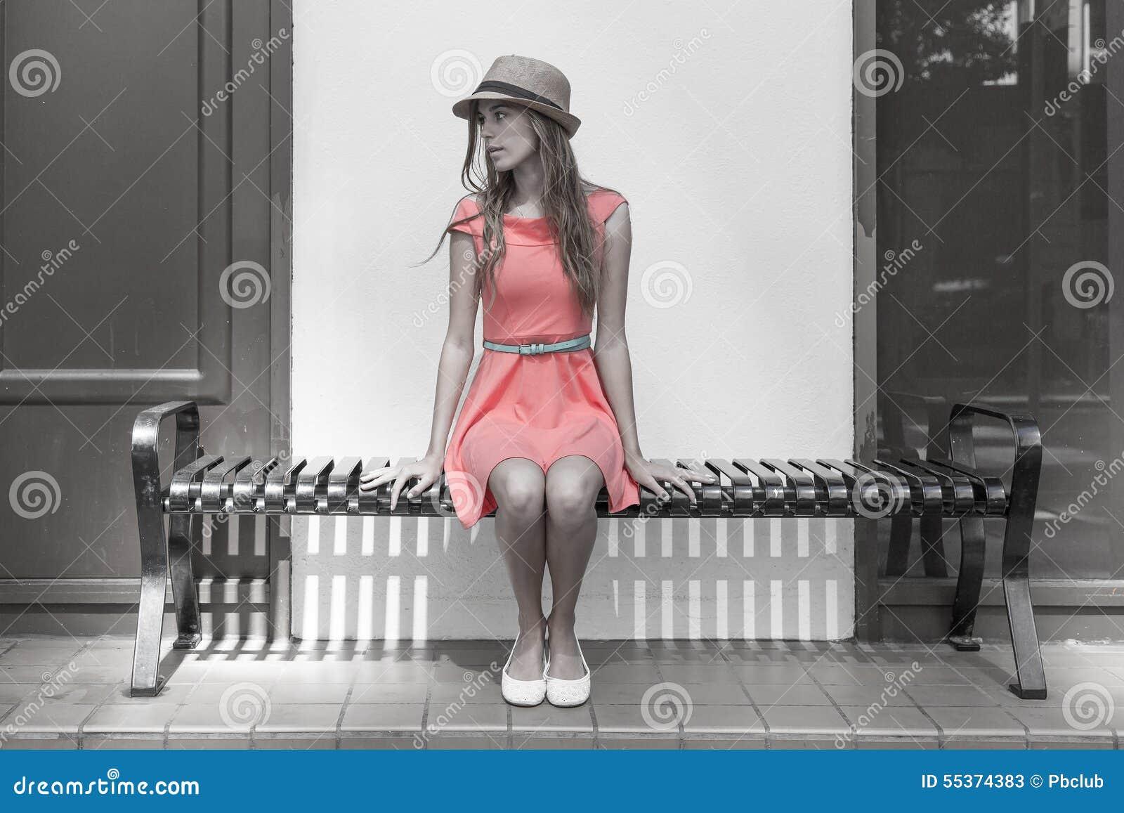 νεολαίες γυναικών συν&epsilon