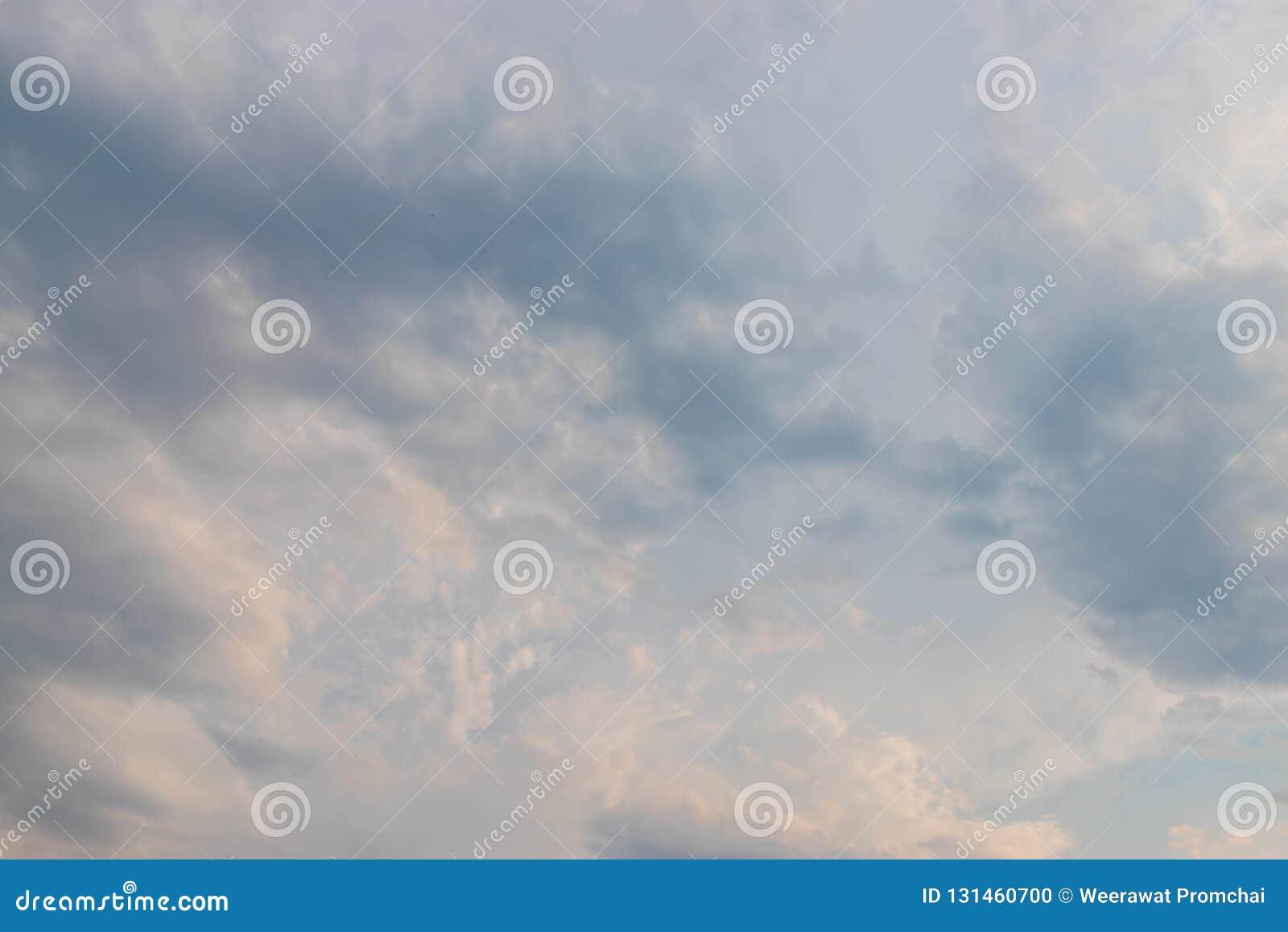 Νεφελώδης ουρανός για το υπόβαθρο