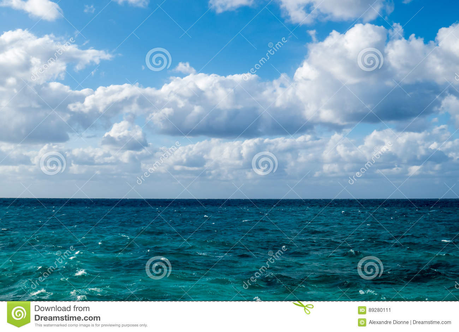 νεφελώδης ωκεάνια όψη