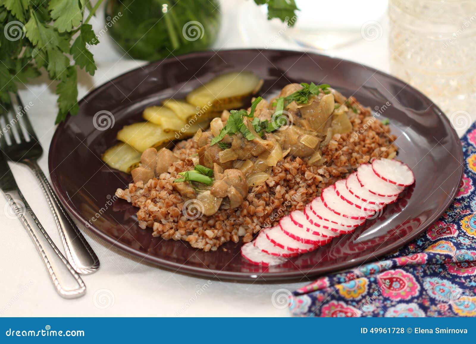 Νεφρά βόειου κρέατος με το φαγόπυρο και τα πράσινα