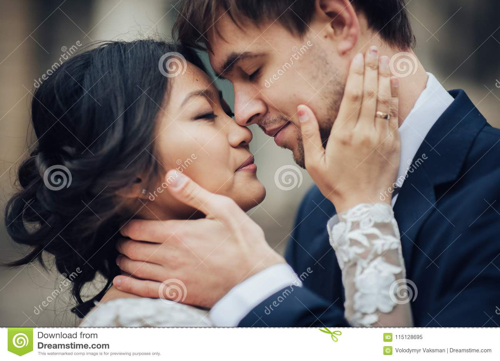 Νεόνυμφος με την τοποθέτηση νυφών στη ημέρα γάμου