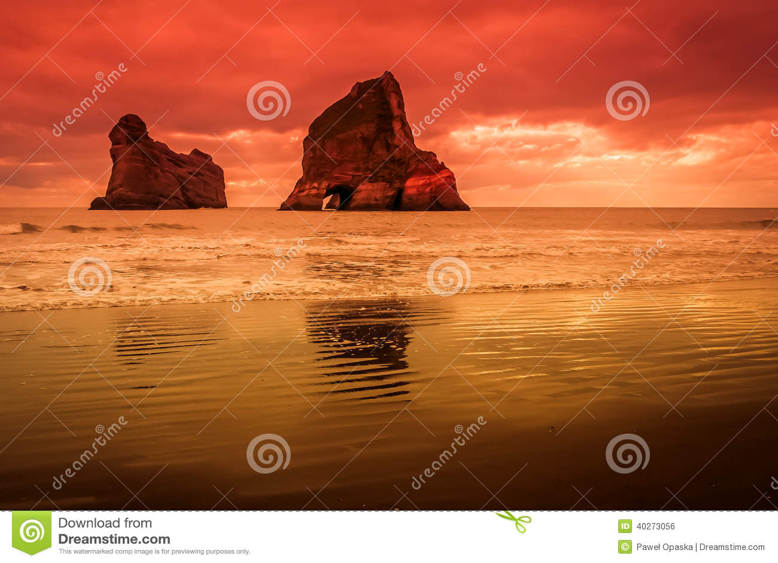Νησιά αψίδων στο ηλιοβασίλεμα