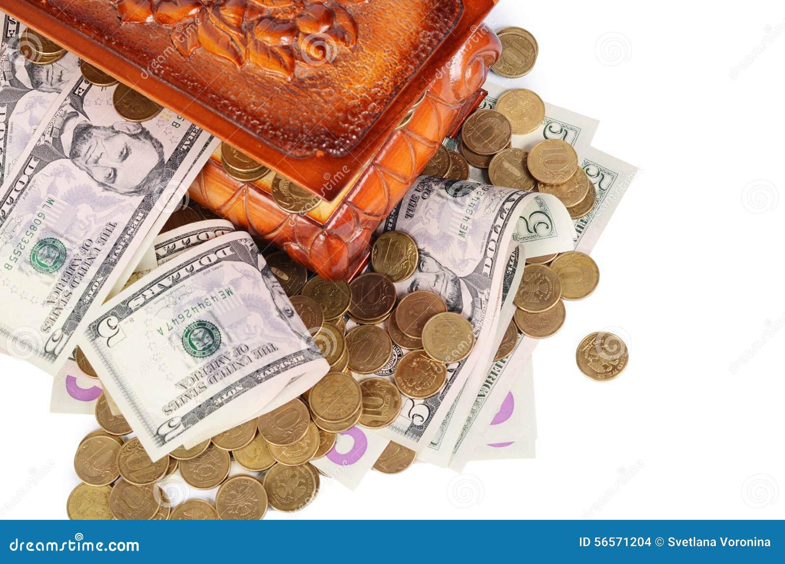 Download Νομίσματα και τραπεζογραμμάτια στο κιβώτιο Στοκ Εικόνες - εικόνα από απομονωμένος, τύχη: 56571204