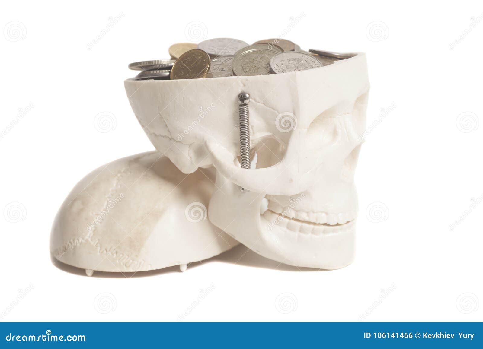 Νομίσματα στο κεφάλι κρανίων