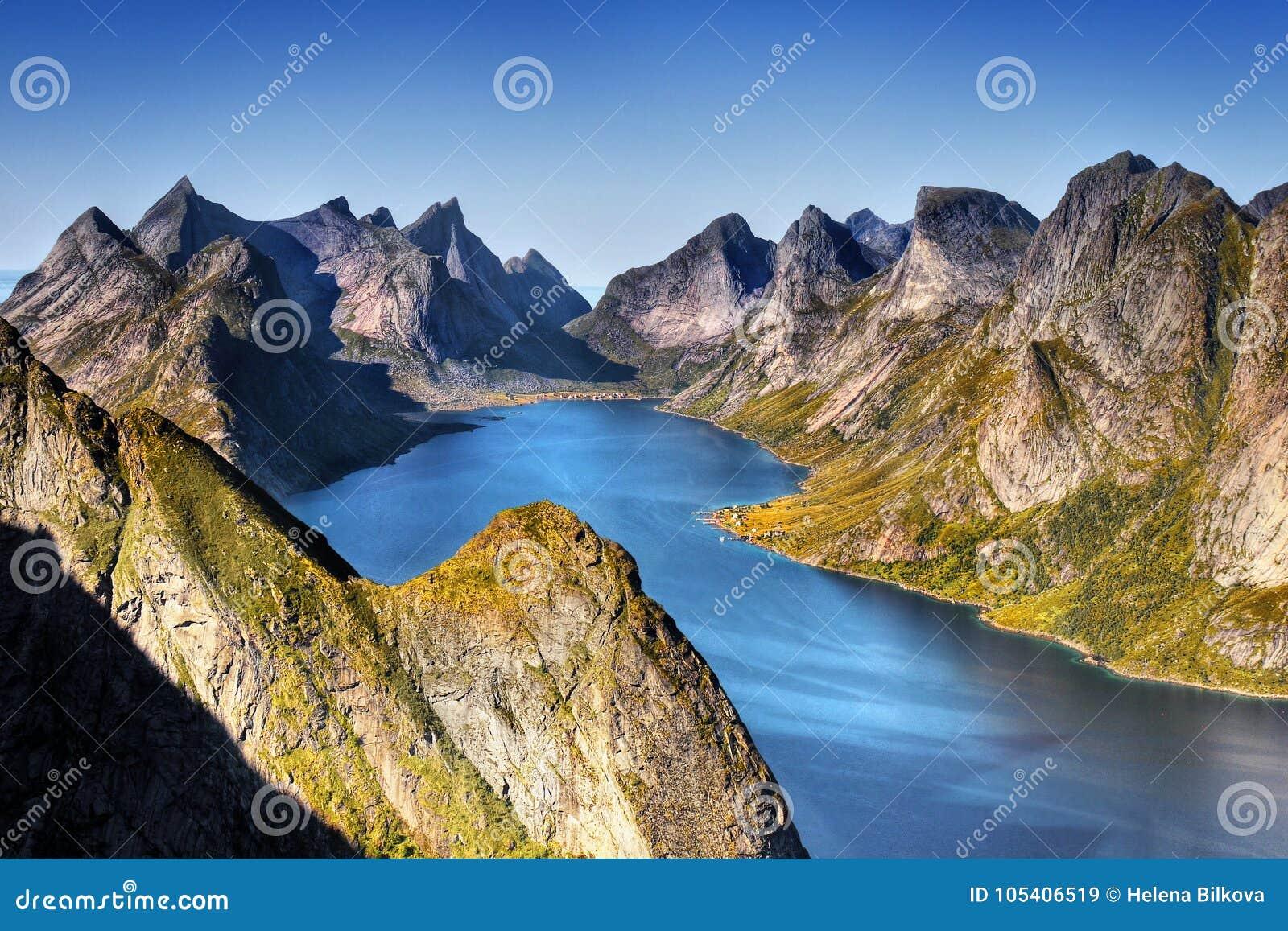 Download Νορβηγία, νησιά Lofoten, φιορδ βουνών τοπίων ακτών Στοκ Εικόνα - εικόνα από τοπίο, υπαίθριος: 105406519