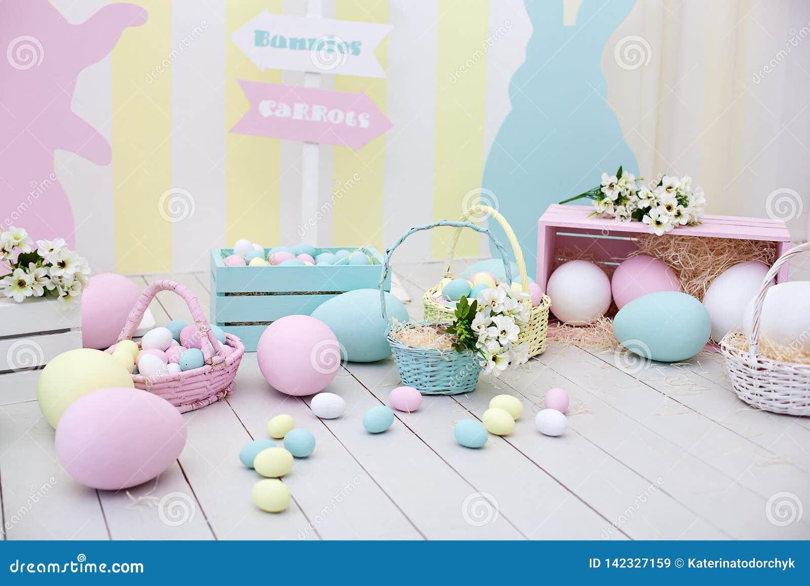 Ντεκόρ Πάσχας και άνοιξη Μεγάλα πολύχρωμα αυγά και λαγουδάκι Πάσχας