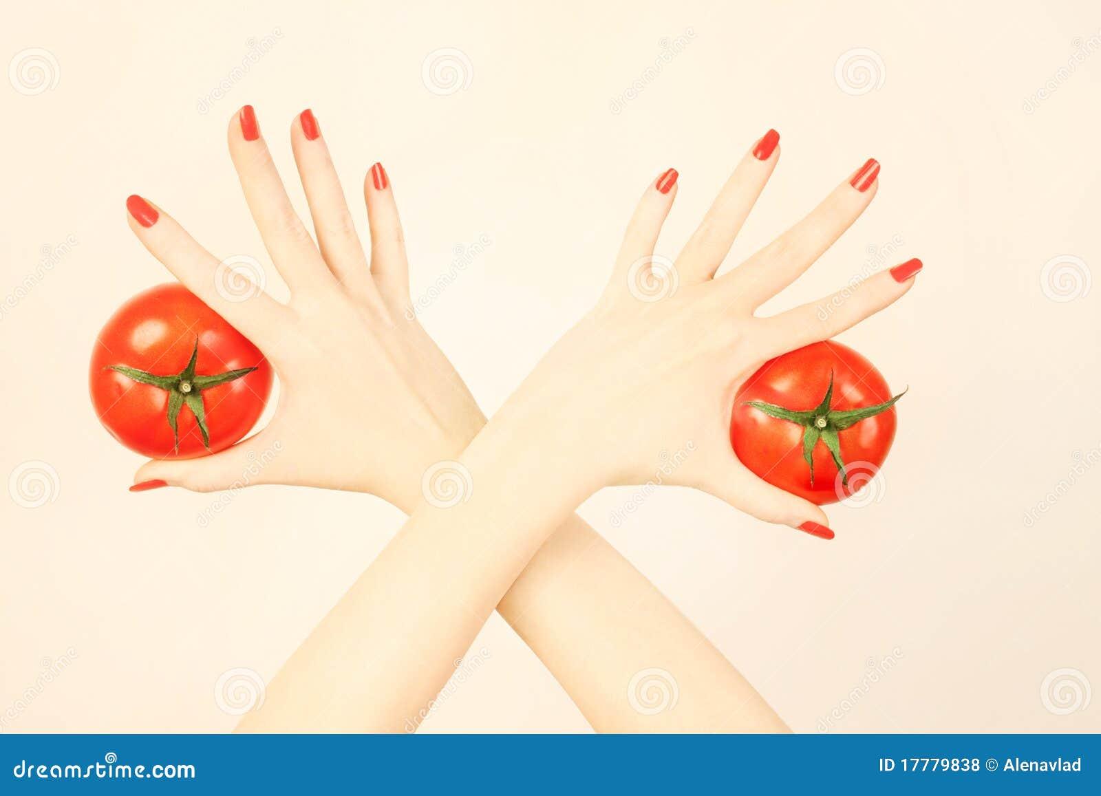 ντομάτα χεριών