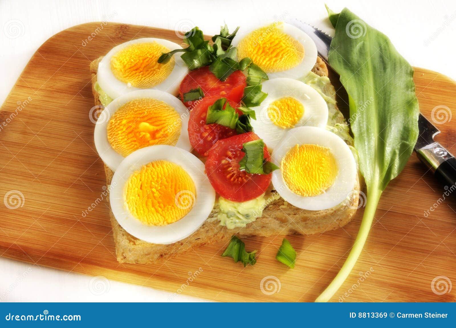 ντομάτες αυγών ψωμιού