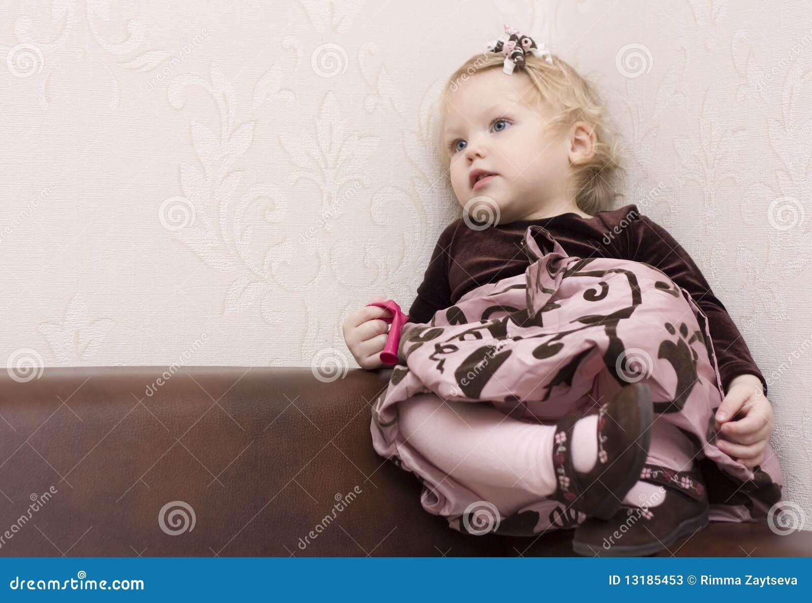 ντυμένο κορίτσι καλά