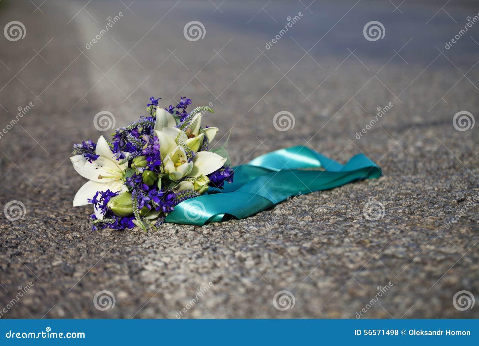 Download Νυφική ανθοδέσμη των κρίνων Στοκ Εικόνες - εικόνα από ανασκόπησης, γάμος: 56571498