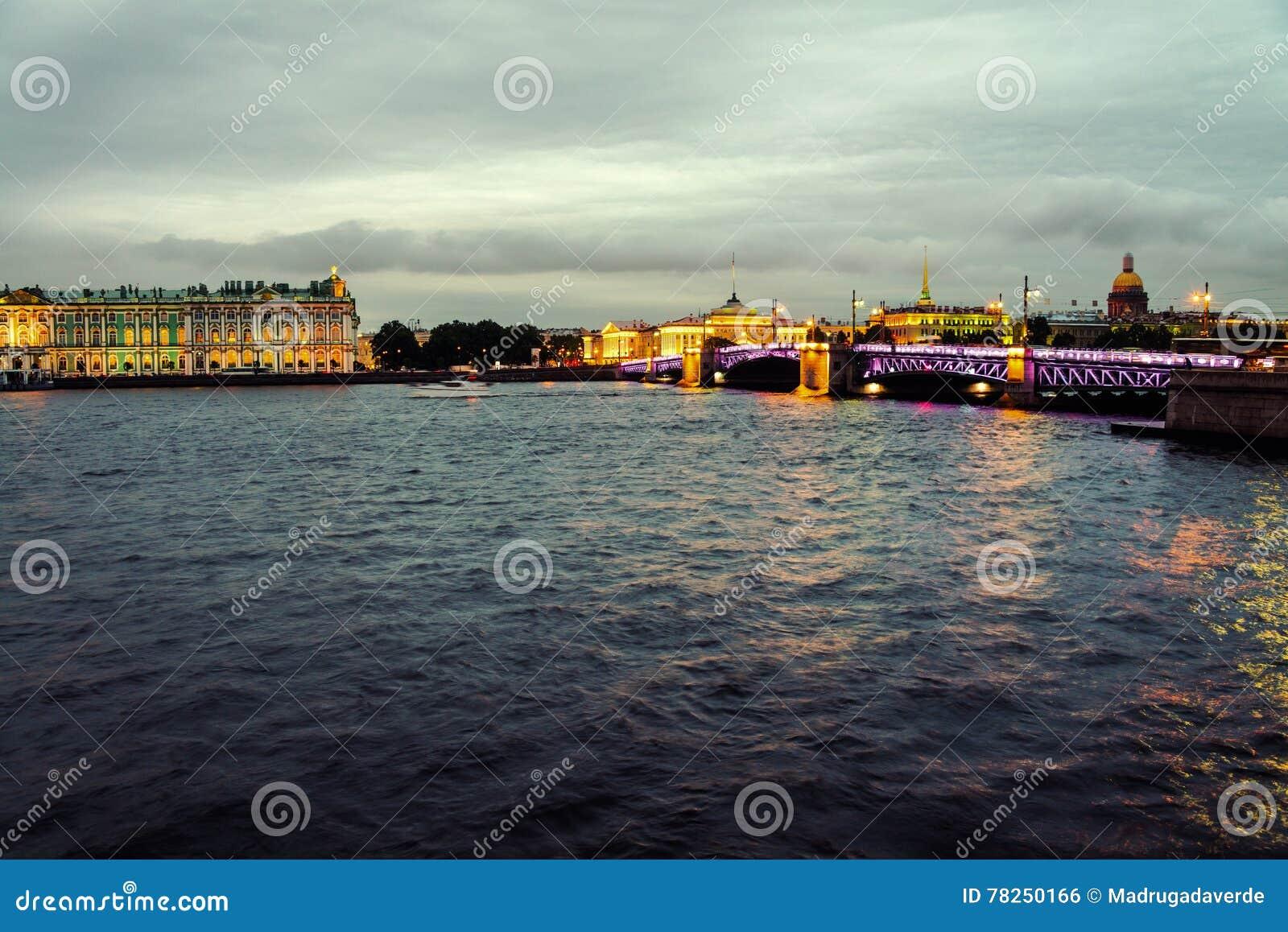 Νυχτερινή ζωή σε Άγιο Πετρούπολη