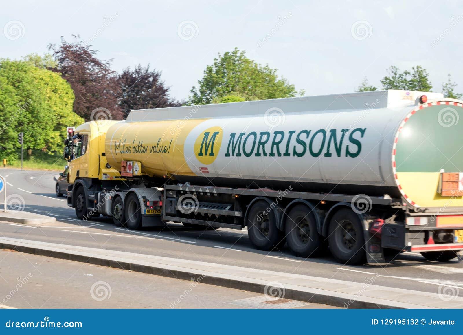 Νόρθαμπτον, UK - 26 Μαΐου 2018: Φορτηγό πετρελαίου Morrisons στη βρετανική πόλη κωμοπόλεων στην Αγγλία