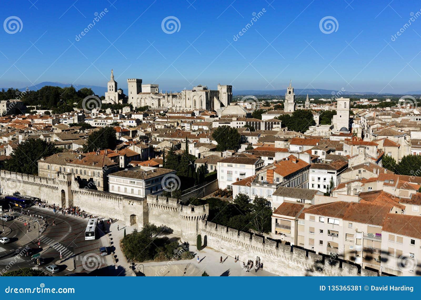 Νότια κεραία της Γαλλίας Αβινιόν με το παλάτι του παπά