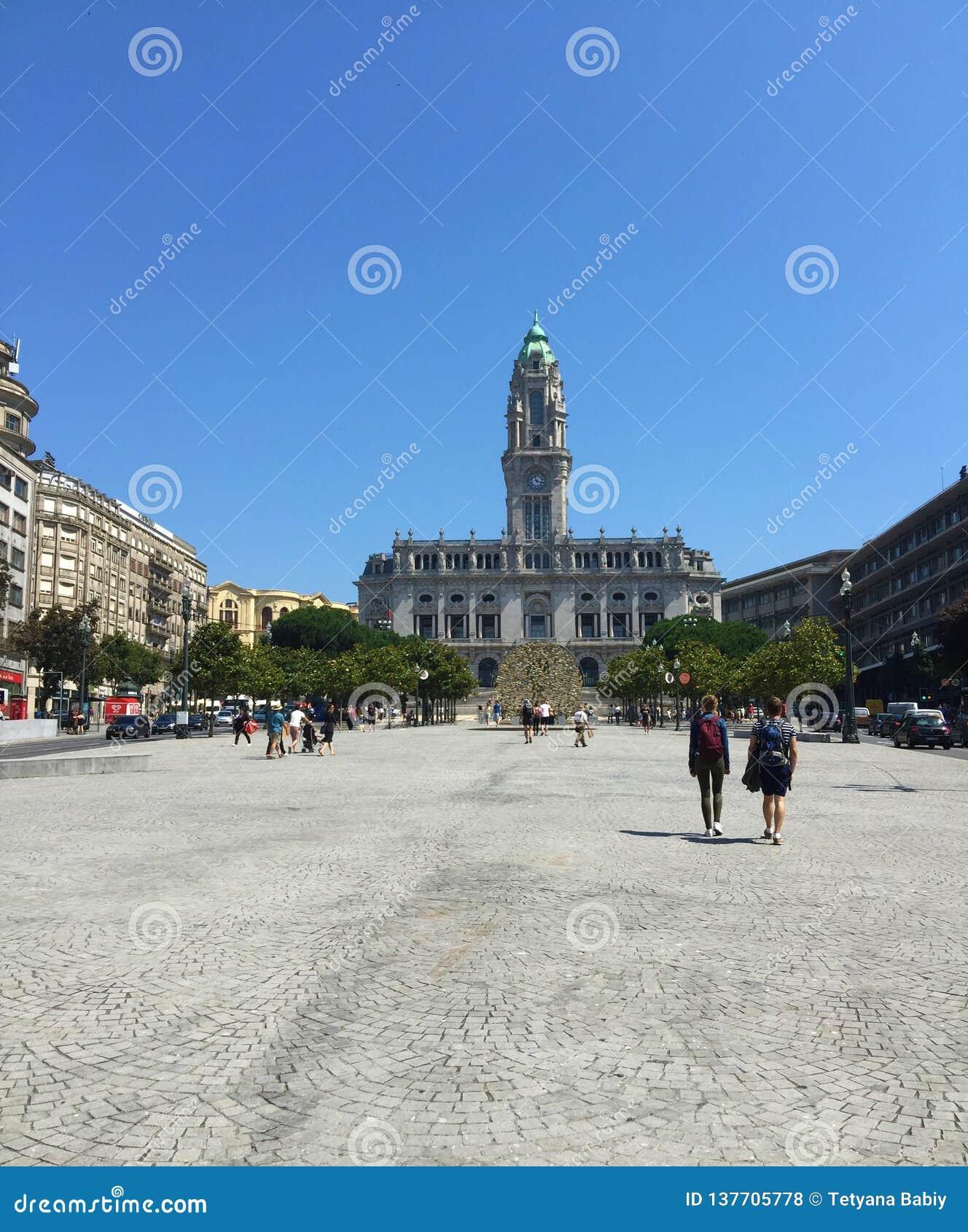 Νότιο τέλος του μεγαλοπρεπούς Avenida DOS Aliados Porto's, της πλατείας Liberdade - Δημαρχείο & της ελευθερίας τετραγωνικό Πόρτ