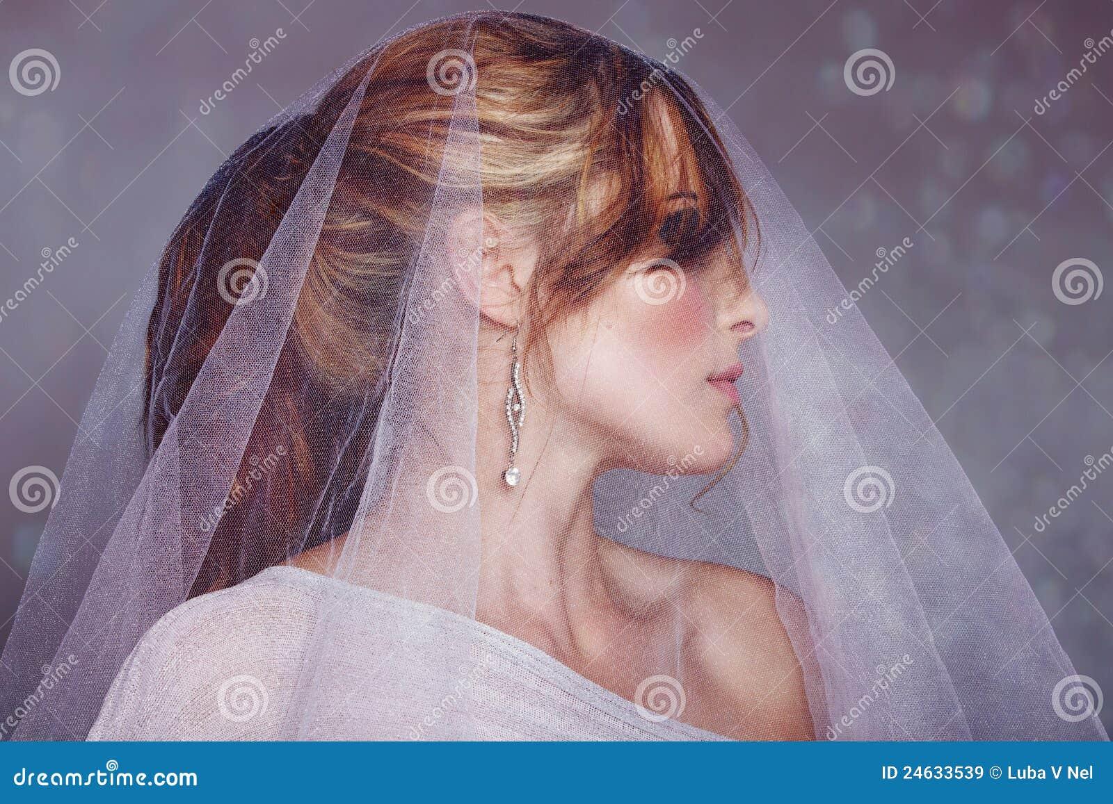 Νύφη με το άσπρο πέπλο