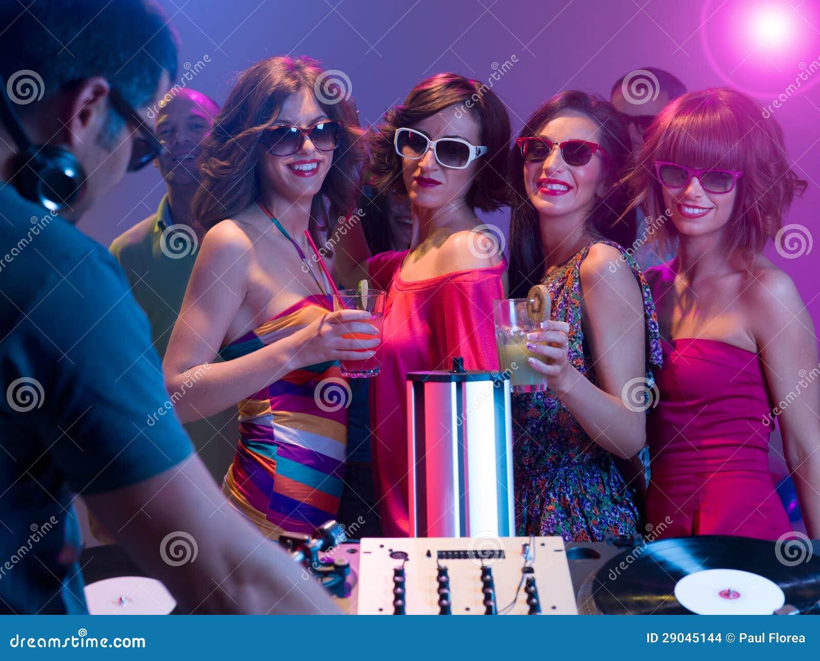 Νύχτα κοριτσιών έξω σε ένα συμβαλλόμενο μέρος
