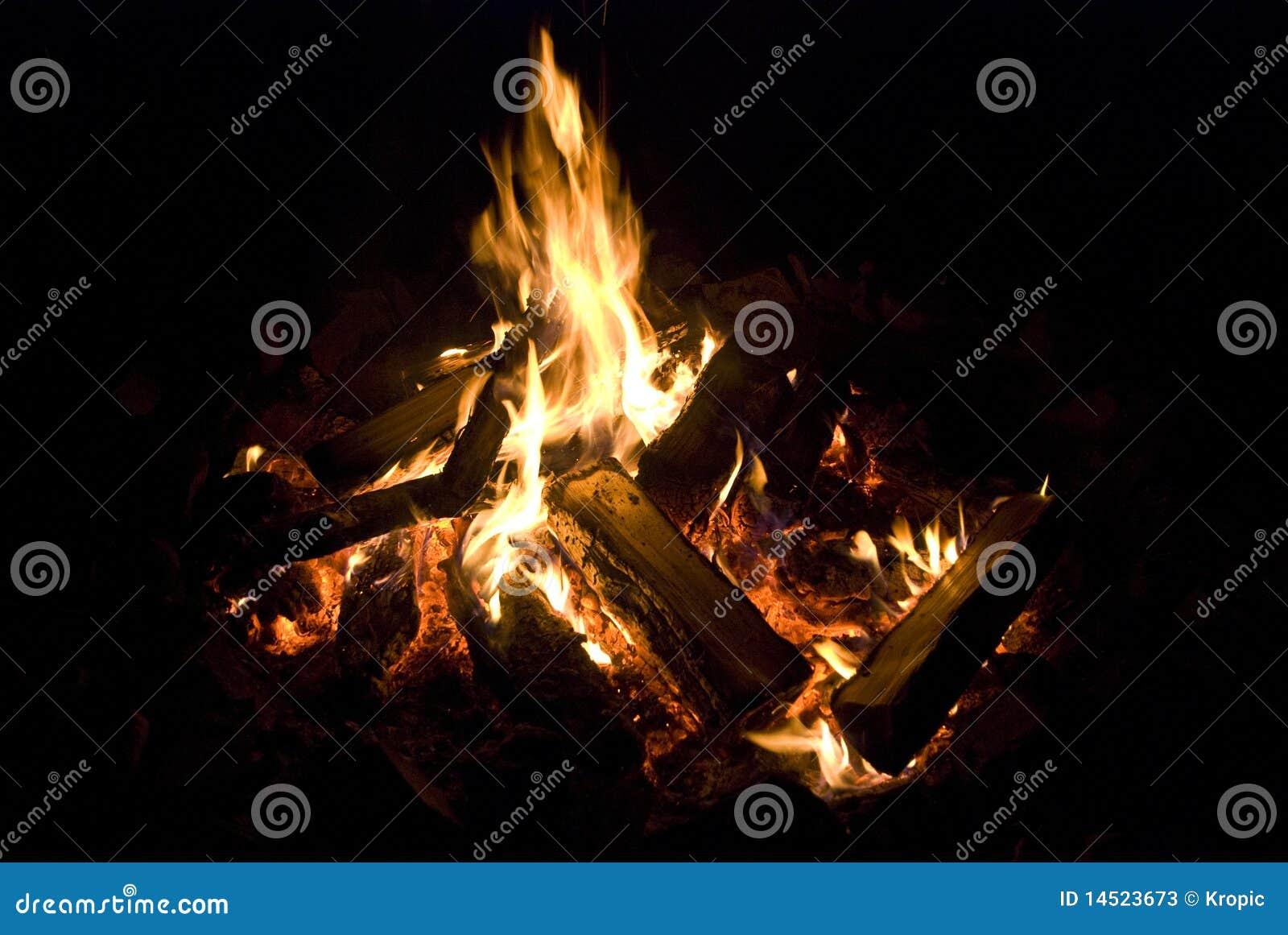 νύχτα πυρκαγιάς στρατόπεδ&o
