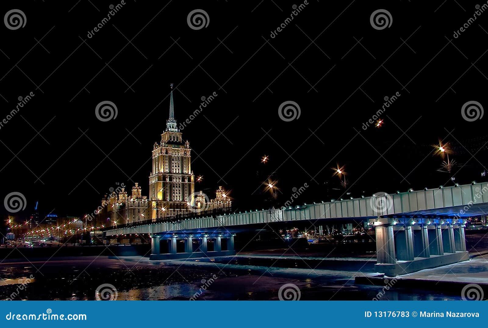 νύχτα πόλεων