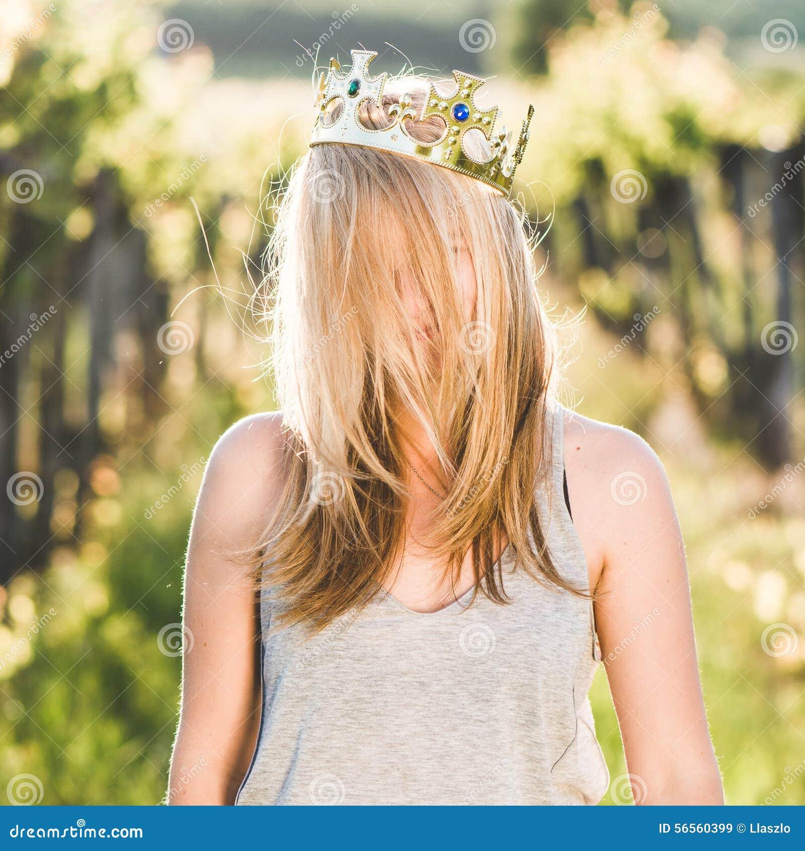 Download Ξανθή πριγκήπισσα στοκ εικόνα. εικόνα από μορφασμός, χιούμορ - 56560399