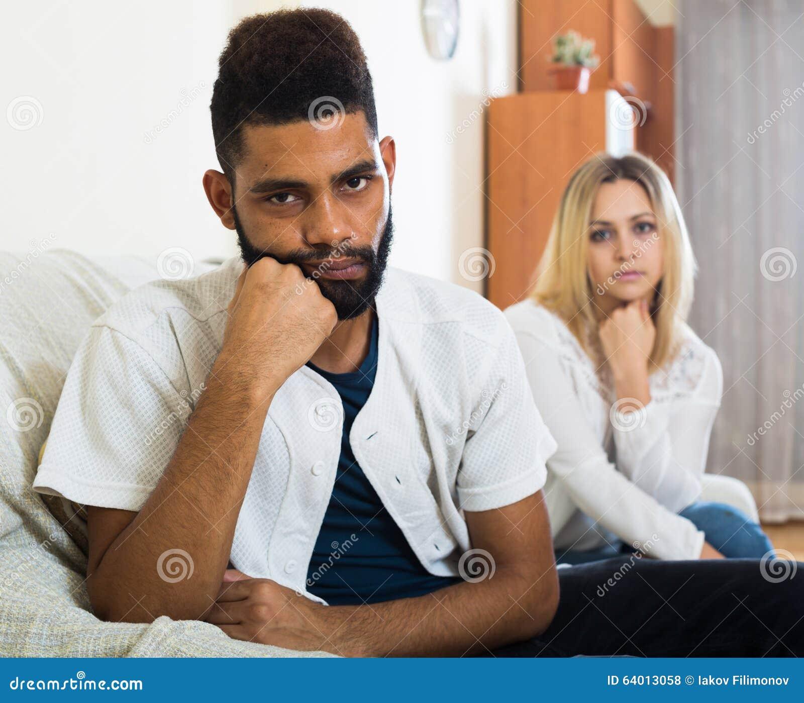 Τι είναι η διαφυλετικός dating, όπως ραντεβού με τον Σίμουρ Ντάνκαν