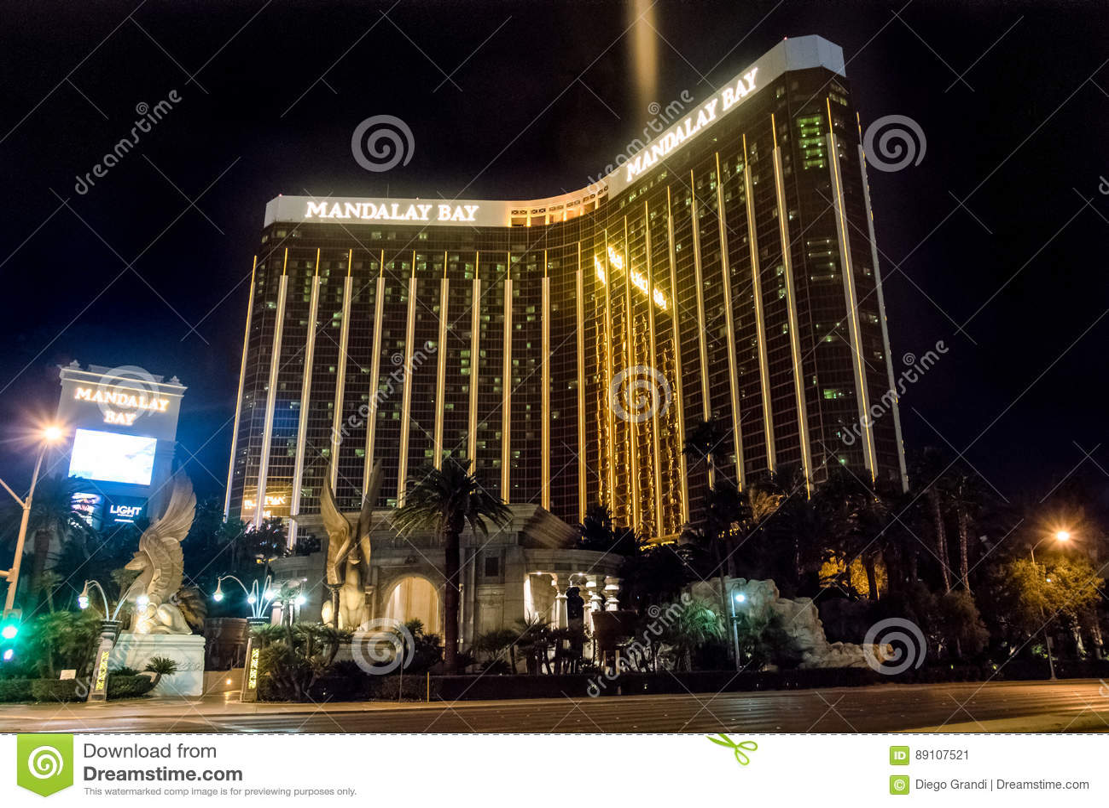 Ξενοδοχείο και χαρτοπαικτική λέσχη κόλπων του Mandalay τη νύχτα - Λας Βέγκας, Νεβάδα, ΗΠΑ