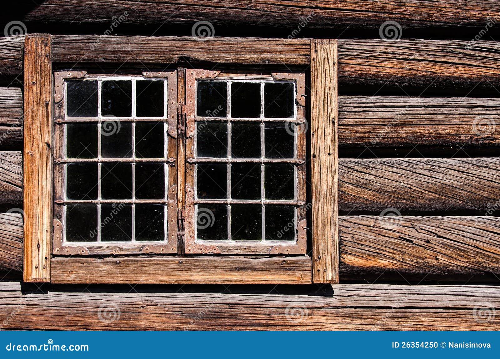 Ξεπερασμένο παράθυρο τοίχων σπιτιών κούτσουρων
