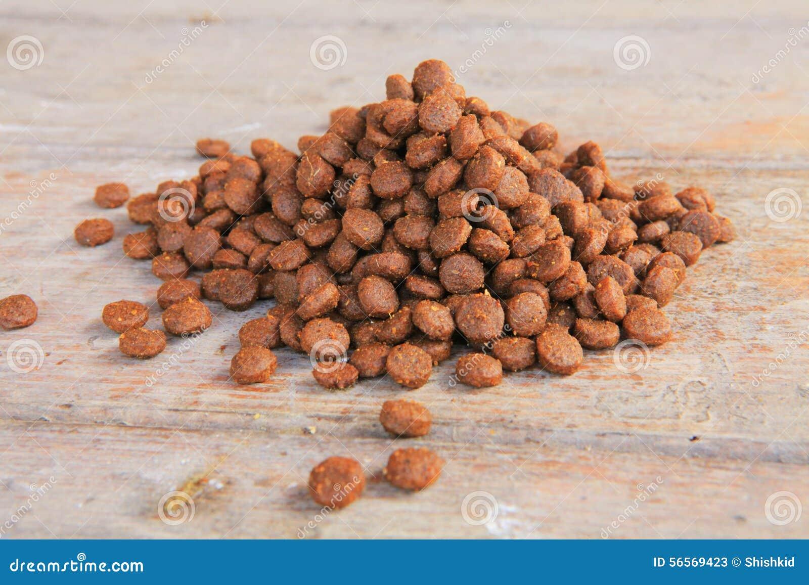 Download ξηρά τρόφιμα σκυλιών στοκ εικόνα. εικόνα από κουτάβι - 56569423