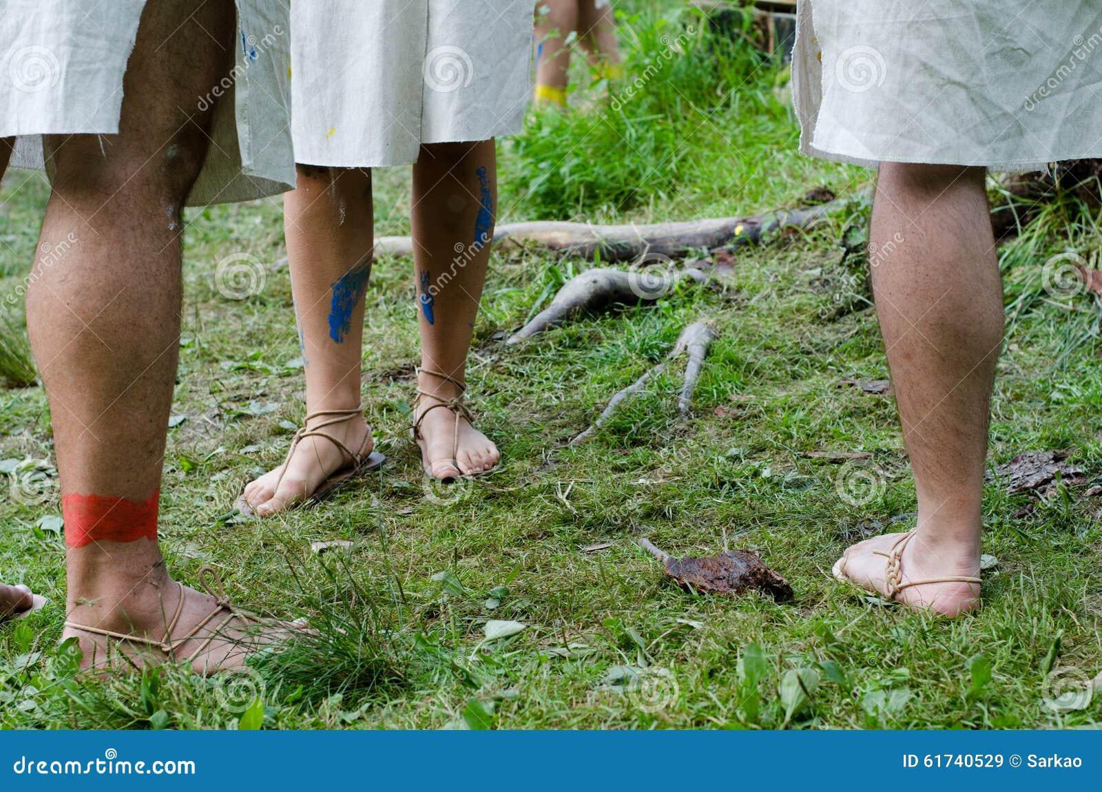 ξυπόλυτες