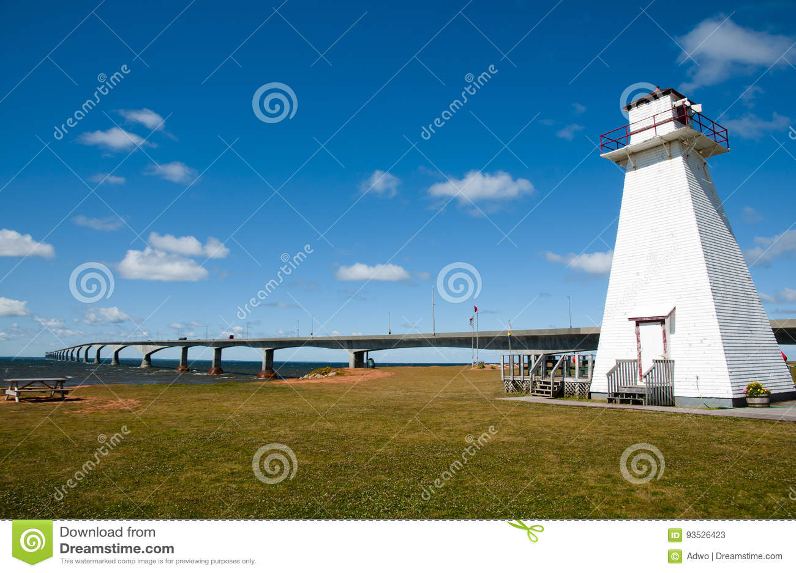 Ξύλινος φάρος στο θαλάσσιο πάρκο ραγών - νησί του Edward πριγκήπων - Καναδάς