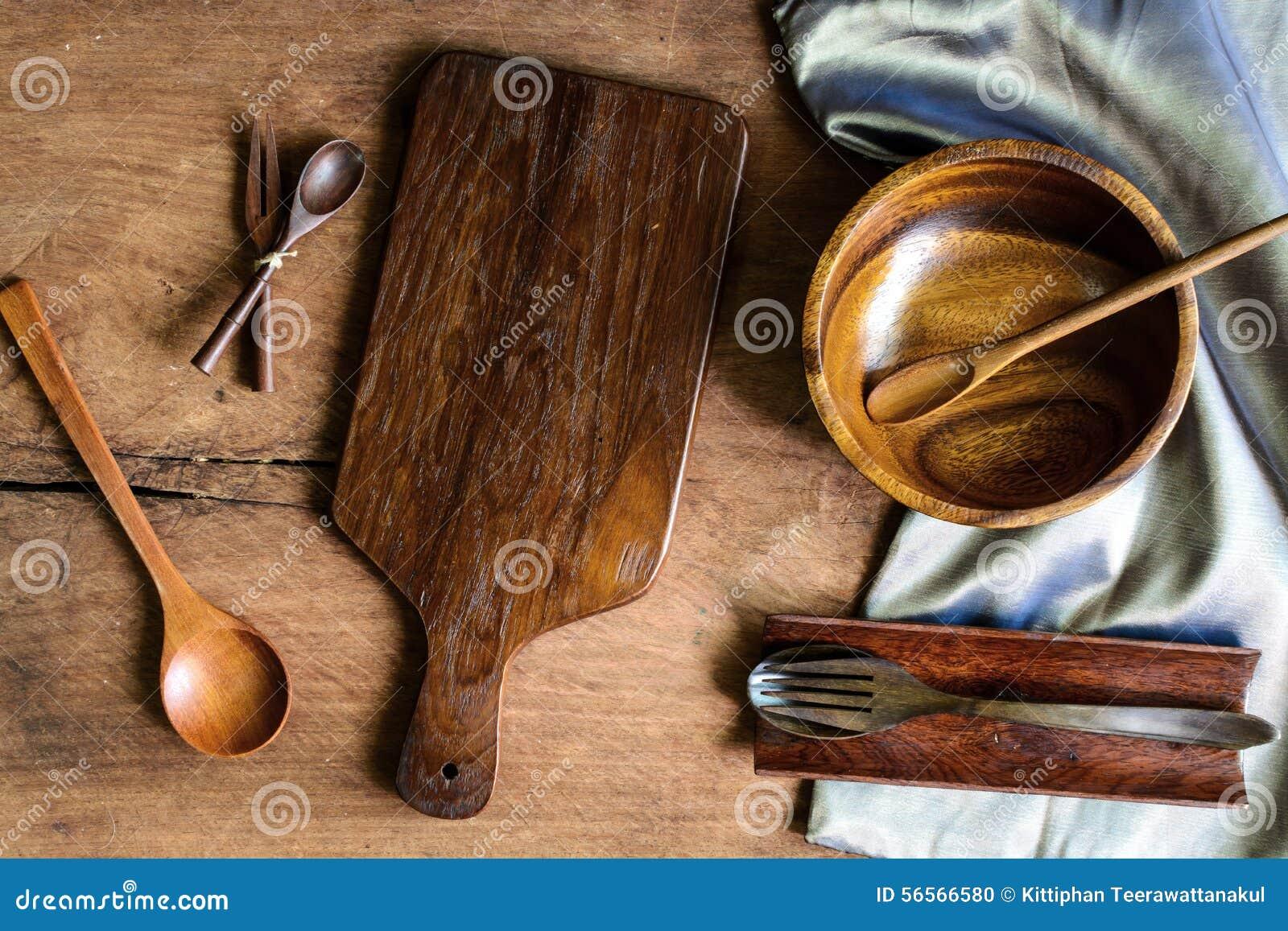 Download Ξύλινο εργαλείο στην κουζίνα στο παλαιό ξύλινο υπόβαθρο Στοκ Εικόνες - εικόνα από καλλιέργεια, ξύλινος: 56566580
