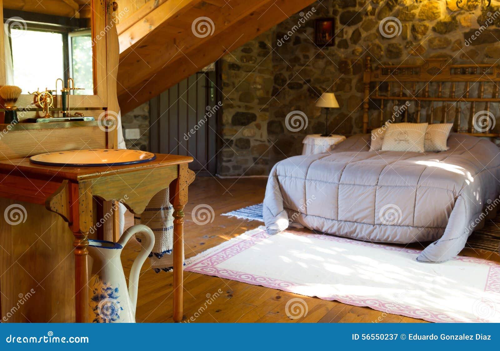 Download Ξύλινο σπίτι στοκ εικόνα. εικόνα από πορσελάνη, dormer - 56550237