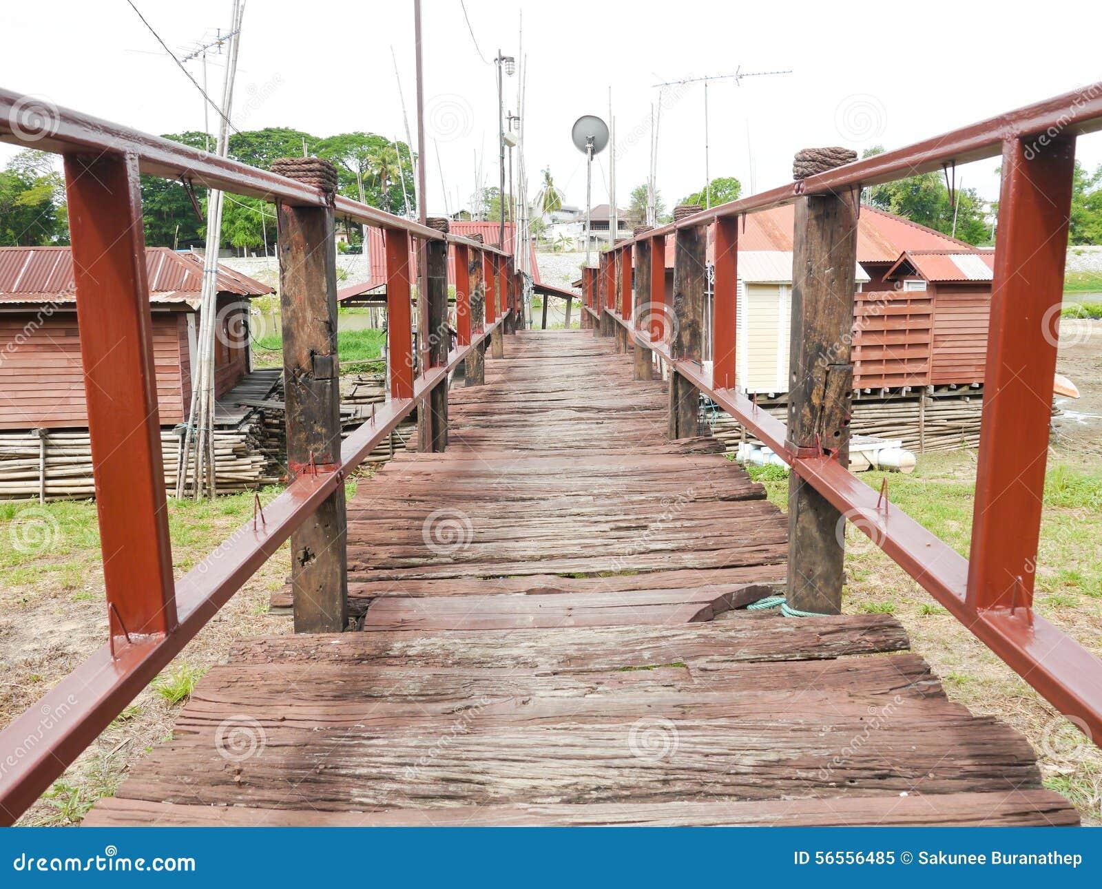 Download Ξύλο γεφυρών στοκ εικόνα. εικόνα από επαρχία, χρωματισμένος - 56556485