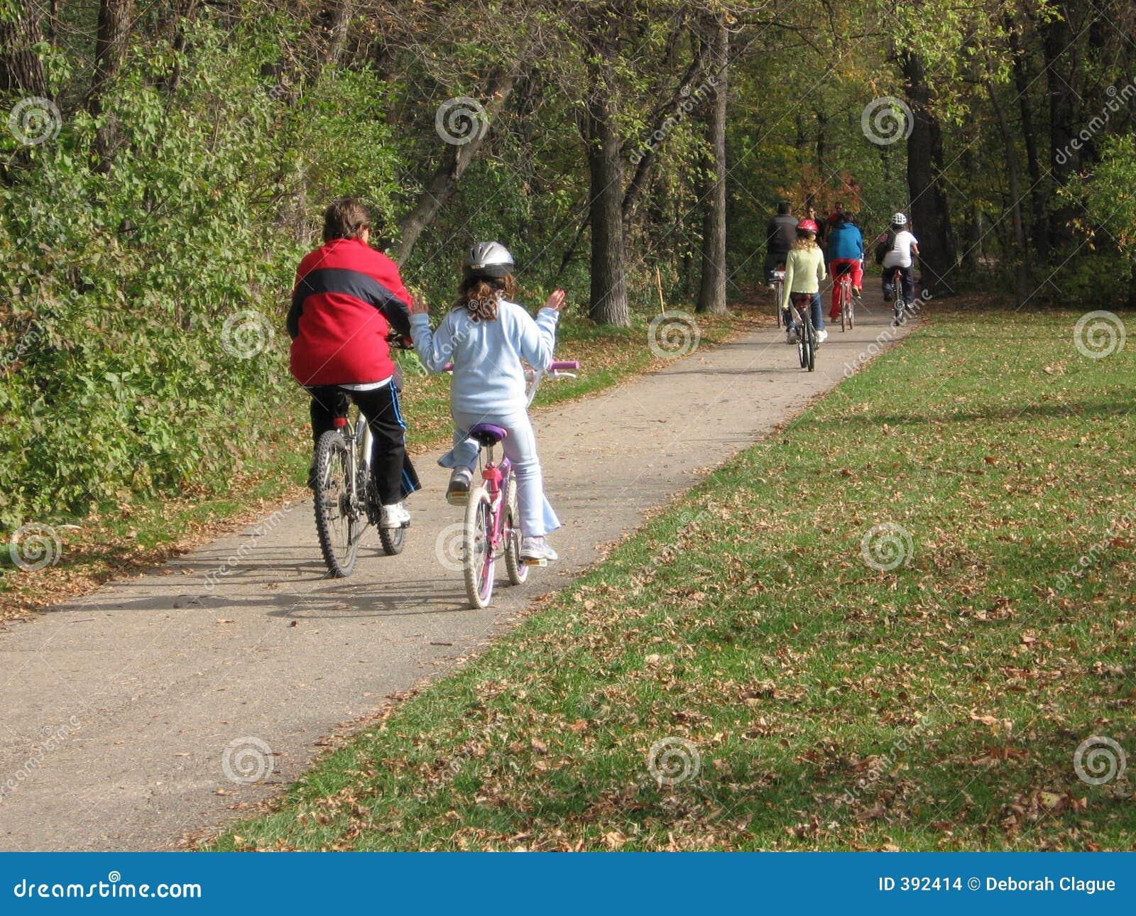 οδήγηση ανθρώπων ποδηλάτω&n